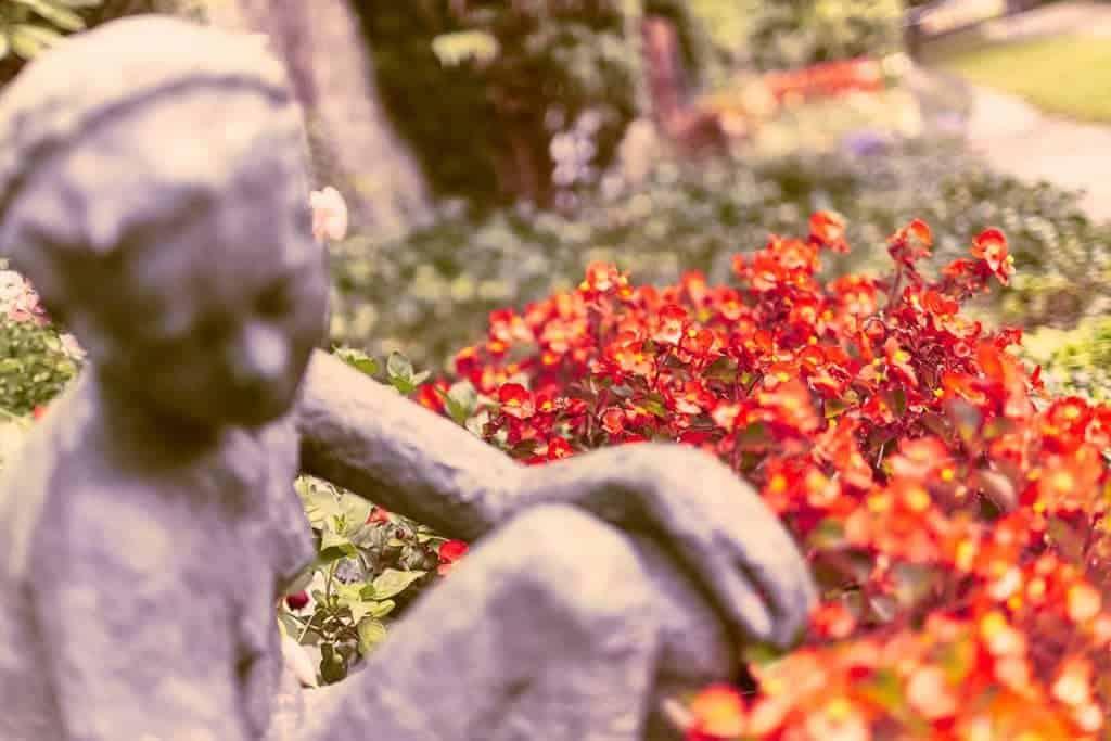Würdevolle Grabpflege